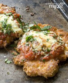Poulet parmesan en sauce marinara cuit au four Chicken And Cheese Recipes, Chicken Parmesan Recipes, Easy Chicken Recipes, Easy Dinner Recipes, Baked Garlic Chicken, Sauce Marinara, Casserole Recipes, Cooking Recipes, What's Cooking
