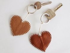 diy keychain ideas how to make \ diy keychain ; diy keychain for him ; diy keychain for kids ; diy keychain ideas how to make ; Diy Jewelry Rings, Diy Rings, Jewelry Making, Leather Keyring, Leather Jewelry, Diy Leather Rings, Leather Necklace, Keychain Diy, Keychain Ideas