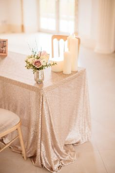 Champagne coloured sequined table cloths | Photography by http://www.naomikenton.com/