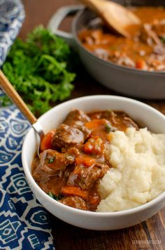 This Low Syn Braised Beef is pure comfort in a bowl and one of my favorite casserole dishes. perfect fall and winter food. Slimming World Beef, Slimming Eats, Slimming World Recipes, Casserole Dishes, Casserole Recipes, Steak Recipes, Cooking Recipes, Beef Welington, Braised Beef