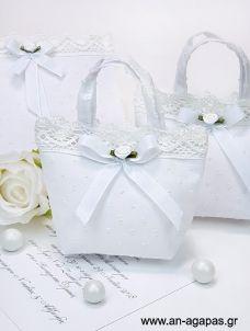 Μπομπονιέρα Βάπτισης Τσαντάκι Λευκό Ανάγλυφο Pom Pom Gift Wrapping, Crafts, Wedding, Bags, Fabric Purses, Handmade Bags, Embroidered Pillows, Diy Wedding Decorations, Sachets