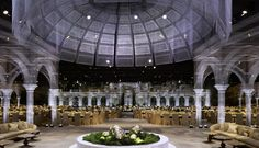 Italian sculptor Edoardo Tresoldi joined forces with DesignLab Experience in creating an Abu Dhabi wedding that resembles a holographic garden. Wedding Ballons, Gabion Stone, Victorian Conservatory, Installation Street Art, Classical Architecture, Pavilion Architecture, Digital Projection, Italian Sculptors, Blues