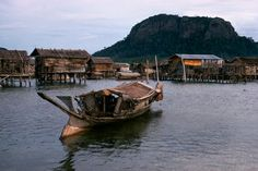 A Bajau houseboat near their stilt houses. Date Photographed: 1970. Location: Tungkalang, Tawitawi Island, Philippines. Photographer: Dean Conger. Credit: © Dean Conger/Corbis