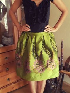 Trachtenrock grün mit Blumen von ETIdesign auf Etsy Green Costumes, A Line Skirts, Corset, Feminine, Pretty, Beautiful, Tops, Fashion, Hot Pink Flowers