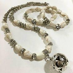Collar HINDÚ dije + pulsera ROSE para tu #outfitoftheday  #angelesdecristalaccesorios #collares #style #hindu #bohostyle #newin #piedrareconstituida #pinterest #fanpage #instalike #emprendedores #mujeresemprendedoras #gemstone #bohochic #fashionjewelry