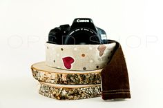 Photographer Gift | Add style and personality to your photography equipment with this handmade cover camera strap. Could also be an original photographer gift idea ♥ | DSLR cover camera strap sleeve | Canon/Nikon Cover camera strap | DSLR Camera Strap Cover Sleeve | Cover Camera Strap Photographer Gift