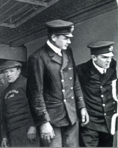 """""""Only known photograph aboard Titanic and also last known photograph. Pictured alongside Lightoller, as they prepare to close the gangway before depature from Queenstown, Ireland on April It is also the last known photograph of a Titanic officer on duty. Rms Titanic, Titanic Sinking, Titanic History, Titanic Photos, Titanic Wreck, Belfast, Southampton, Vintage Photos, Old Photos"""