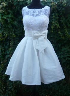 Adorable rehearsal dinner dress, make it an inch longer and it's perfect for a outside wedding.