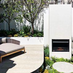 Small Courtyard Gardens, Courtyard Design, Small Courtyards, Deck Design, Garden Design, Small Gardens, Modern Outdoor Fireplace, Outdoor Fireplace Designs, Landscape Architecture