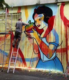 Artist: Speedy Graphito - mur situé 20, rue Pierre et Marie Curie à Bagnolet--------Snow White