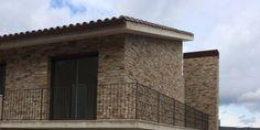 STONEPANEL® SAHARA otorga un estilo sobrio a una vivienda nueva en Girona   #STONEPANEL #CUPA #piedra #arquitectura #revestimiento