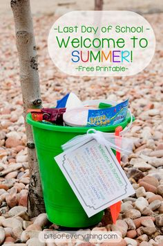 Last Day of School - Welcome to summer! Free printable and idea for the last day of school. **include their new Kindle** School Treats, School Gifts, Student Gifts, Teacher Gifts, End Of School Year, School Fun, School Days, School Memories, School Stuff