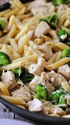 Skillet Creamy Lemon Chicken Pasta with Broccoli..