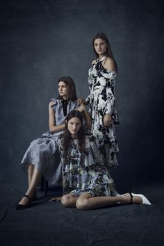 I have only just come across Erdem's Pre-Fall 2016 collection on Vogue and I'm blown away. Fall Fashion 2016, Fashion Week, Fashion Show, Autumn Fashion, Fashion Fashion, High Fashion, Studio Photography Poses, Fashion Photography, Glamour Photography