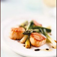 eared-scallop-salad-with-asparagus-and-scallions