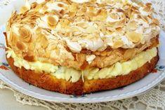 meringue cake with white grapes and mascarpone Meringue Cake, Romanian Food, Pavlova, Cheesecakes, Apple Pie, Sweets, Cookies, Desserts, Mascarpone