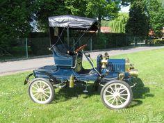Maxwell 1906. ...  =====>Information=====> https://www.pinterest.com/campatt2018/1880-1945-antique-automobiles/