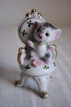Vintage Cat Kitten Spaghetti Porcelain Figurine Ornate Chair Made in Japan.