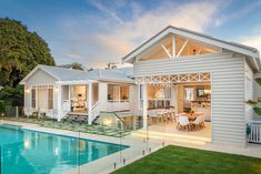 New Hampton house extension at Hawthorne / Brisbane. Renovation to existing early 1900 Queenslander house. Hamptons Style Homes, The Hamptons, Building Aesthetic, Queenslander House, Hawthorne House, Architecture Company, Dream House Exterior, Exterior Homes, House Exteriors