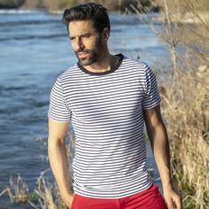 32€ - T-shirt marinière pour homme en 100% coton manches courtes rayées blanc/bleu. La marinière homme, un tee-shirt marin iconique à l'esprit casual chic.