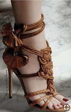 00e447d6b9a48 Belle Chaussure, Chaussures Femme, Talons Aiguilles, Soulier, Sandales,  Mode Femme, Belles Chaussures, Bottes De Chaussures, Chaussures D été,  Bursa, ...
