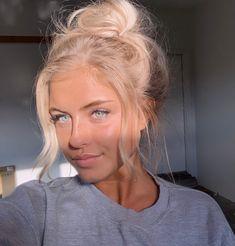Pretty blue green eyes makeup looks Black Girl White Hair, Pretty Hairstyles, Wig Hairstyles, Bun Hairstyle, Blonde Hair Looks, Girls With Blonde Hair, Blonde Hair Freckles, Blonde Girl Selfie, Blonde Selfies