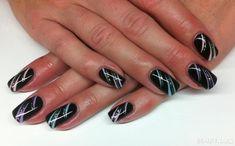 schwarz mit farbigen Strichen Nageldesign - Nailart