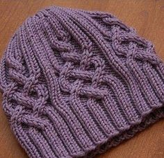 Шапка с аранами и шарф, связанные спицами с описанием, схемой вязания узора. Простая и модная, стильная и всегда современная.