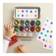 👯♀️ OBSERVATION GAME 👯♀️we have fun with the pompoms and our pattern cards to place in the egg carton . April Preschool, Preschool Colors, Montessori Activities, Infant Activities, Classroom Activities, Preschool Activities, Vocational Activities, Visual Perceptual Activities, Motor Skills Activities