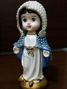 Nossa Senhora das Graças Baby com pérolas – 21 cm Santa Baby, Angel Statues, Bingo, Painting On Wood, Biscuit, Decoupage, Polymer Clay, Mosaic, Shabby Chic