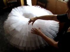 Disclaimer ** the older ladies in this video are soooooo cuuuute* How to make a Pancake / Russian tutu without wires (but you need a hoop.Quilting Your Dance Tutu so that the ruffles all lay together as the ballerina leaps. This is for an actual ballet tu Diy Tutu, Tutu En Tulle, Techniques Couture, Sewing Techniques, Ballet Costumes, Dance Costumes, Diy Clothing, Sewing Clothes, Tutorial Tutu