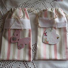 Lot de 2 minis sacs shabby rayés rose coeur et papillon sur broderie anglaise 12.5 x  21