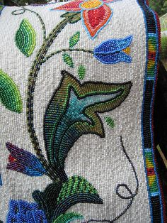 enjoy the way that the variegated bead are used here - and the various colors bleeding into the next versus such a strict delineation.