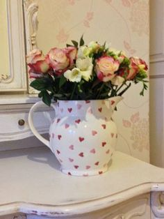 Emma Bridgewater Pink Hearts Personalised 6 Pint Jug. This is pretty. I have wanted one for a while.