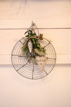 """Wire used in Christmas decor;  from the blog """"andrella liebt herzen"""""""