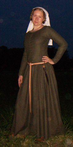 New 14th century dress by korinka on DeviantArt