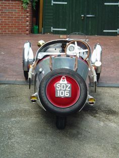Morgan Cars, Trike Motorcycle, Third Wheel, Moto Guzzi, Kit Cars, Cool Bikes, Crowd, Motorcycles, Future
