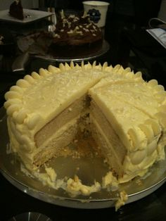 Kennys cake Chocolate fudge cake with kit kats and mms