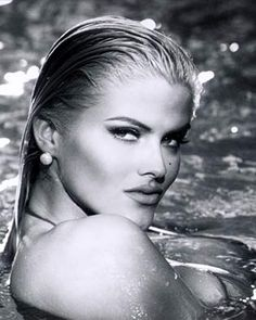 Anna Nicole Smith | DOUBLE DIP A posing Smith gives the camera her best wet look