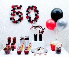 Fiesta 50 cumpleaños en colores blanco, negro y rojo
