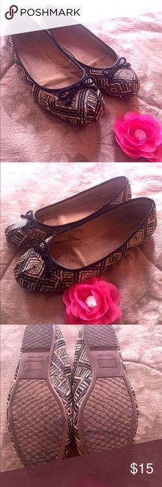 Tan and black printed flats Printed flats with small bow on toes. Gently used. Size 9W Avenue Shoes Flats & Loafers