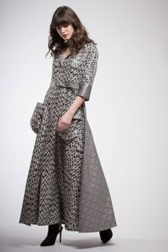 Particular silk brocade dress with double print: one in front and one on the back