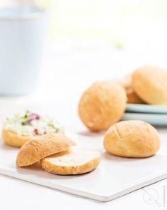bulki-jogurtowe-bezglutenowe-bez-drozdzy-l2 Calzone, Gluten Free Recipes, Free Food, Hamburger, Clean Eating, Food And Drink, Bread, Breakfast, Buns
