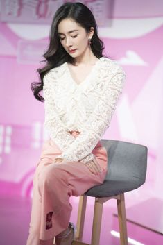 Dress Pesta, Peach Blossoms, Chinese Actress, Asian Woman, Bell Sleeve Top, Celebs, Actresses, Chic, Pretty