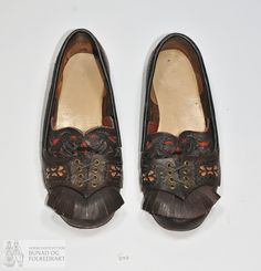 Folk Costume, Costumes, Spikes, Moccasins, Envy, Flats, Traditional, Fashion, Penny Loafers