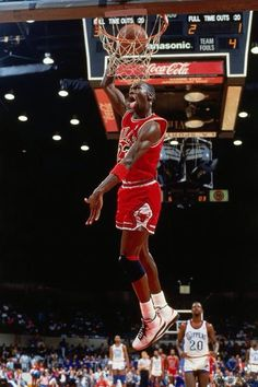 On this date (April in Michael Jordan became just the second player in NBA history to drop points in a single season. The only player before him was Wilt Chamberlain. [Credit: Andrew D. Usc Basketball, Michael Jordan Basketball, Basketball Workouts, Chicago Bulls, Mike Jordan, Jordan Bulls, Nba Pictures, Basketball Pictures, Basketball Videos