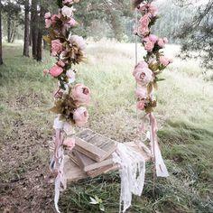 Te casas en primavera? Pon un columpio de flores en tu boda! http://www.unabodaoriginal.es/blog/donde-como-y-cuando/decoracion/columpios-de-flores