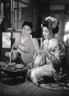 "geisha-licious: "" A clip from ""Gion Bayashi"" """