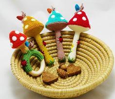horgolt gomba csörgők csigákkal és katicákkal / crochet mushroom rattles with snails and ladybugs #crochet #rattle #mushroom #snail #ladybug