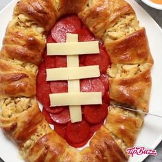 This Chicken Crescent Ring is a football-themed appetizer to share on Game Day. It's also a great way to use up leftover chicken. Game Day Appetizers, Appetizer Recipes, Supper Bowl Food, Football Snacks, Football Football, Snacks Für Party, Superbowl Party Food Ideas, Snacks Sains, Food Obsession